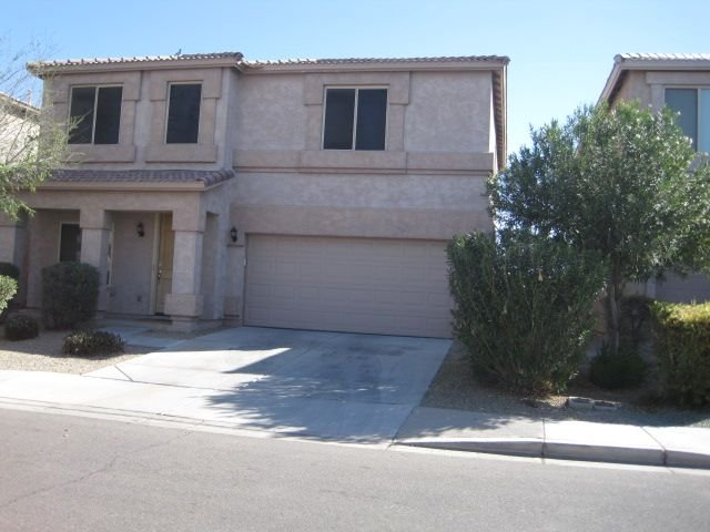 Comfortable Johnson Ranch 4-Bedroom 2.5 Bath Home With Private Heated Pool, location de vacances à San Tan Valley