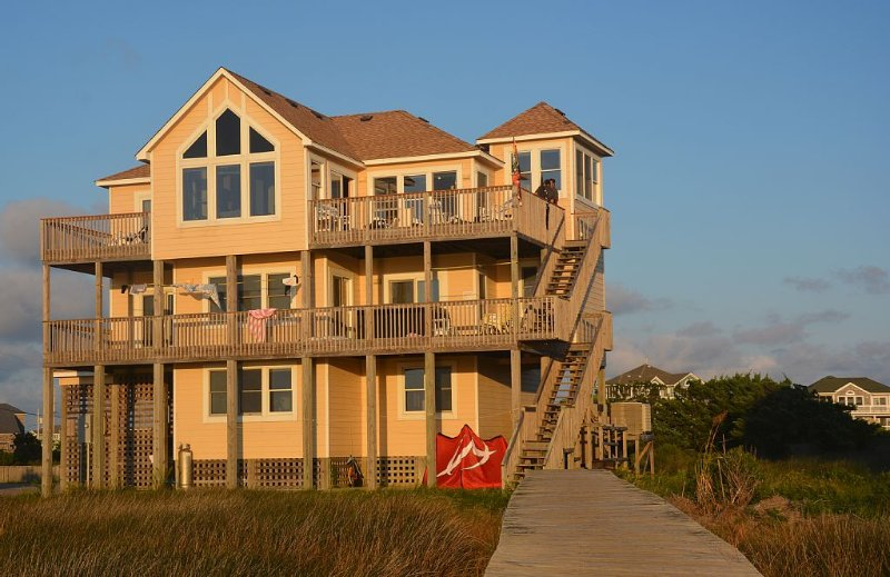 EAST WIND is gorgeous sound front home offering  beach front access on the sound, holiday rental in Hatteras Island
