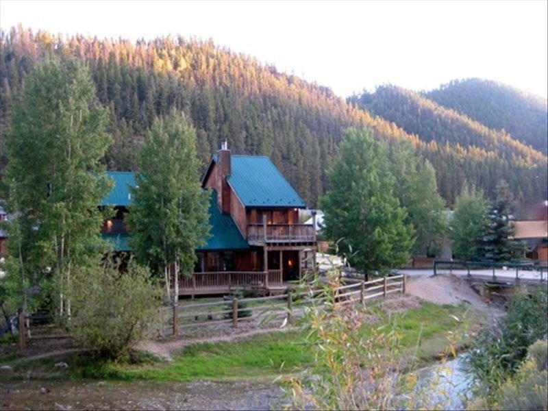 Lucky River Retreat-Red River Premier Lodging choice for families & large gr