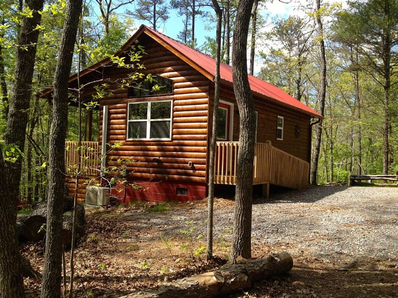 Secluded Setting Conveniently located close to downtown., vacation rental in Murphy