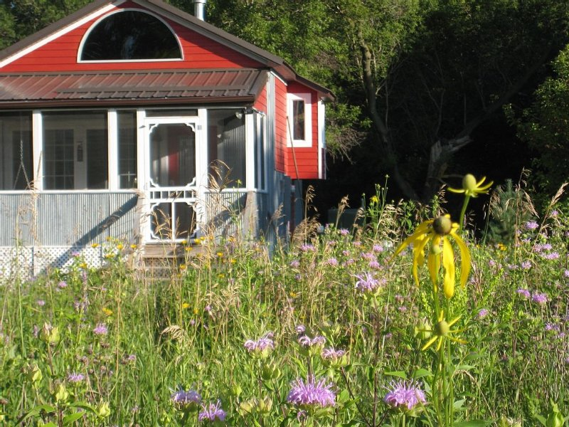 Redpath Retreat- enjoy the quiet beauty of the prairie in this  private cottage, holiday rental in Rosholt
