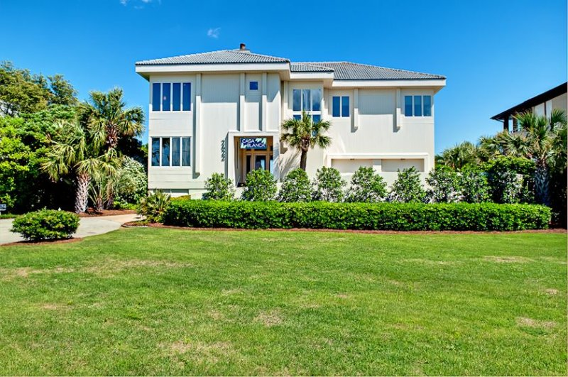 Luxury Estate on the Ocean -Casa Blanca with Oceanfront HEATED Pool, holiday rental in Wrightsville Beach
