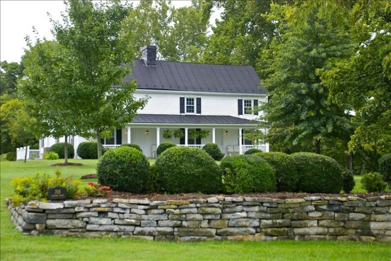 Stonewall Crossing: Historic Property on the Shenandoah River, holiday rental in Luray