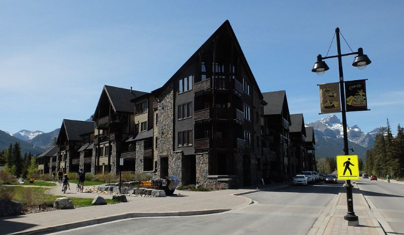 Rundle Cliffs Lodge in Canmore's Spring Creek Mountain Village, location de vacances à Les Rocheuses canadiennes