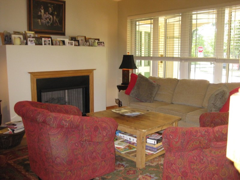 Well-located Town Home for 6 People with Car Port And Private Entrance., holiday rental in Oak Park
