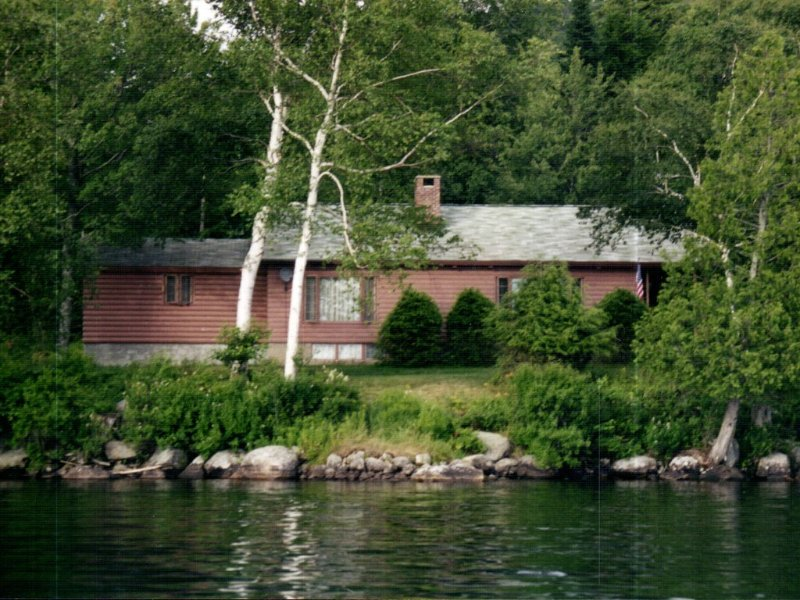 Lakefront Property with Private Beach, holiday rental in Indian Lake