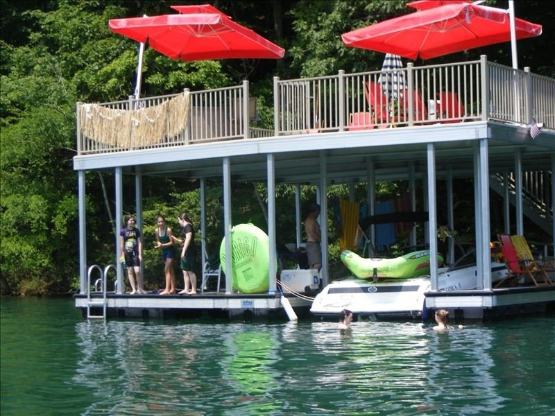 Norris Lake Cabin with Double Decker Dock on Private Cove, holiday rental in Caryville