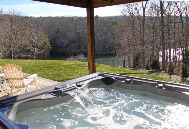 Lakefront,Hot-Tub, Fire-Pit, Dogs allowed,fireplaces, Fenced yard, Pool Table,, location de vacances à Huddleston