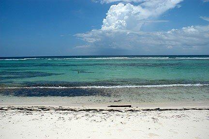 'Cayman Breeze' Luxury Beachfront Condo located at Rum Point/Cayman Kai – semesterbostad i Grand Cayman