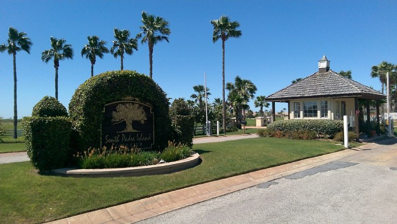 South Padre Island Golf Club. Baja Texas, your friends and family vacation home!, vacation rental in Laguna Vista