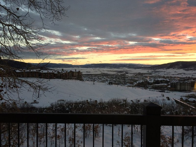 2 Bedroom-2 Bath Ski In-Ski Out Condo With Great Views of Ski Area and Valley!, holiday rental in Steamboat Springs