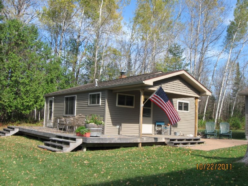 Very Secluded, Lakefront Cottage On Ocqueoc Lake, holiday rental in Tower