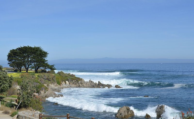 Oceanfront Home with Spectacular Views on Monterey Bay. – semesterbostad i Monterey Peninsula