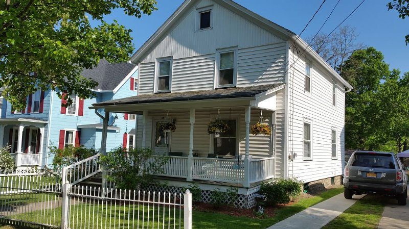 Adorable Village Home; Steps From The Lake!, vacation rental in Hammondsport