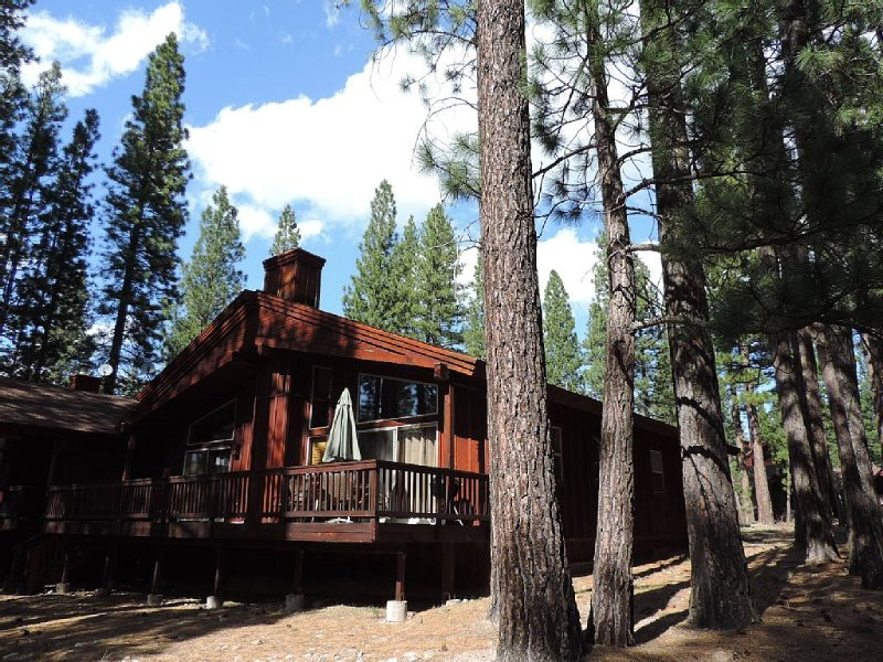 Nice getaway to scenic Mohawk Valley, on the Whitehawk Ranch Golf Course., holiday rental in Plumas County
