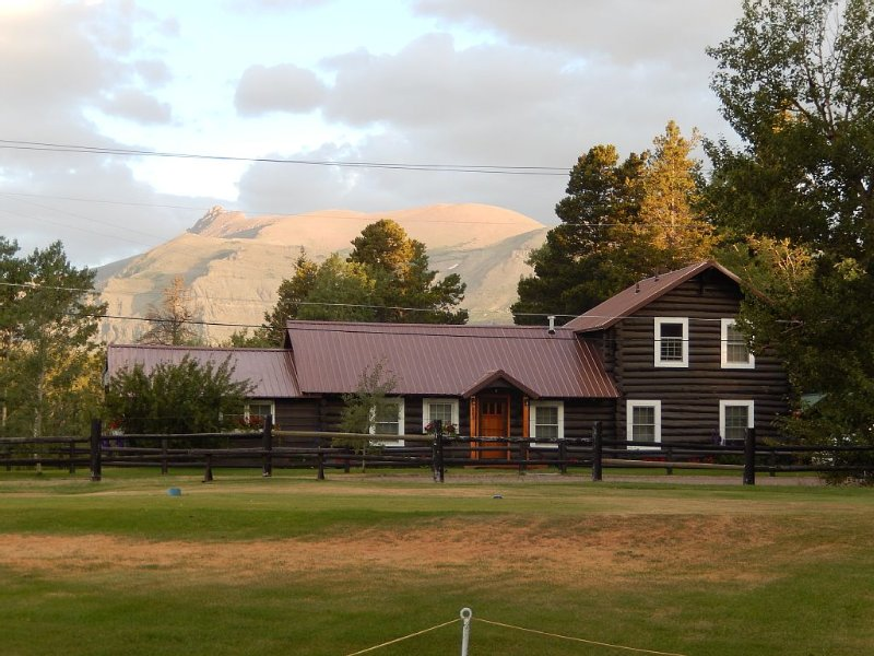 THE CANDY KITCHEN RESORT NEAR HISTORIC GLACIER PK LODGE & GOLF COURSE, holiday rental in Browning