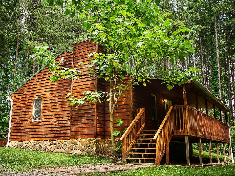 New River Gorge Cabin, hot tub and fireplace at the best area prices, holiday rental in Hico