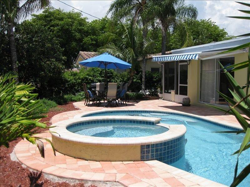 Tropical Dream Heated Pool Home, holiday rental in Deerfield Beach