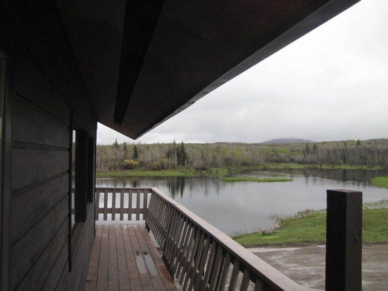 10 minutes from Waterton Park boundry, Quiet Peaceful Secluded Nature Get-a-way, vacation rental in Cardston