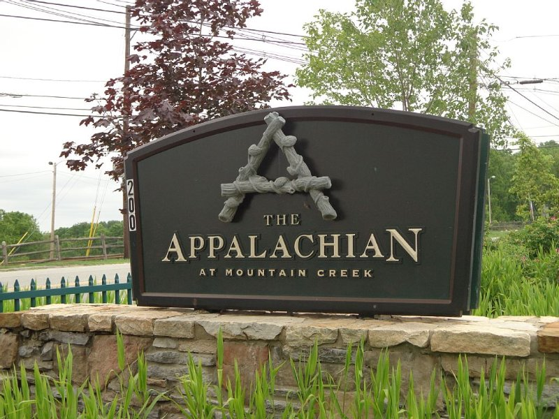 Appalachian Hotel * Mt. Creek, 1 Bedroom, 1 Bath Condo, Mountain views & Balcony, Ferienwohnung in Vernon