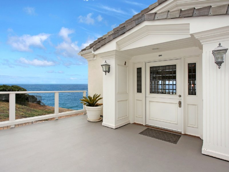 Luxury Beach Villa With Expansive Ocean & Whitewater Views, alquiler de vacaciones en San Clemente