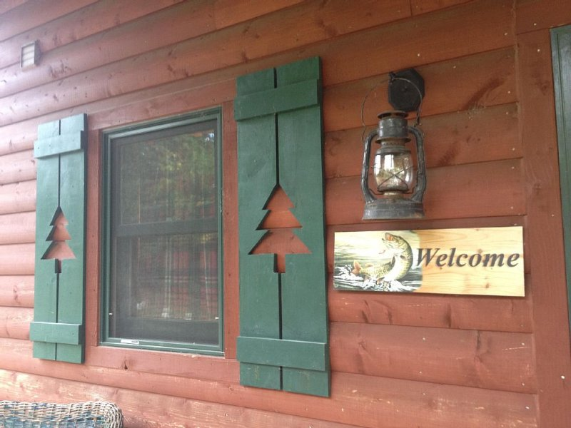 Lakeside Cabin! View of lake from deck, firepit seating, quiet property!, vacation rental in Wadena