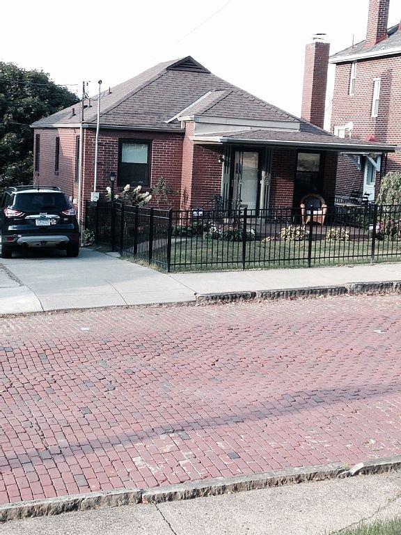 Private 2BR bungalow on quiet cul-de-sac.  Dog friendly w/ fenced yard.