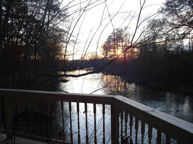 Beautiful sunsets, Lots of wildlife, Romantic, Privacy, Peaceful, Fish from deck, aluguéis de temporada em Mena