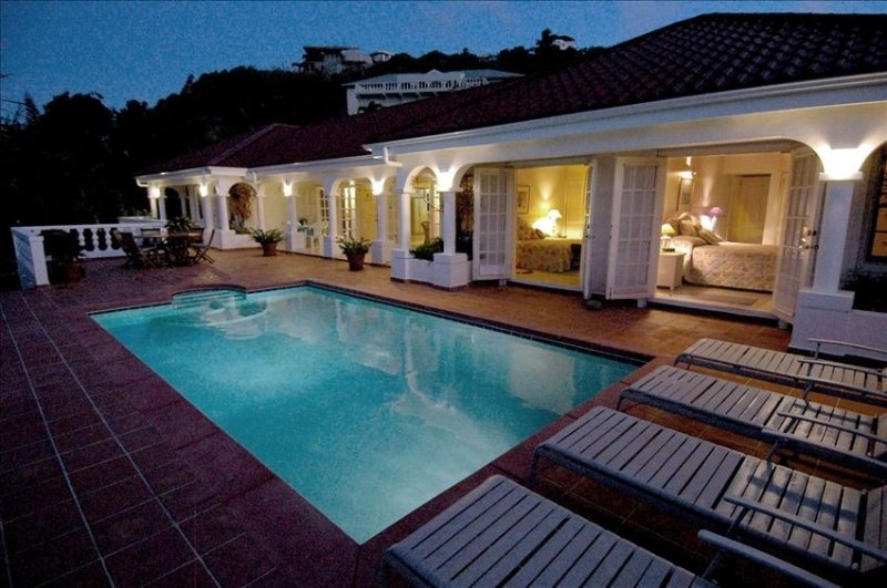Private Villa Overlooking the Ocean and French Mountainside, location de vacances à Sint Maarten