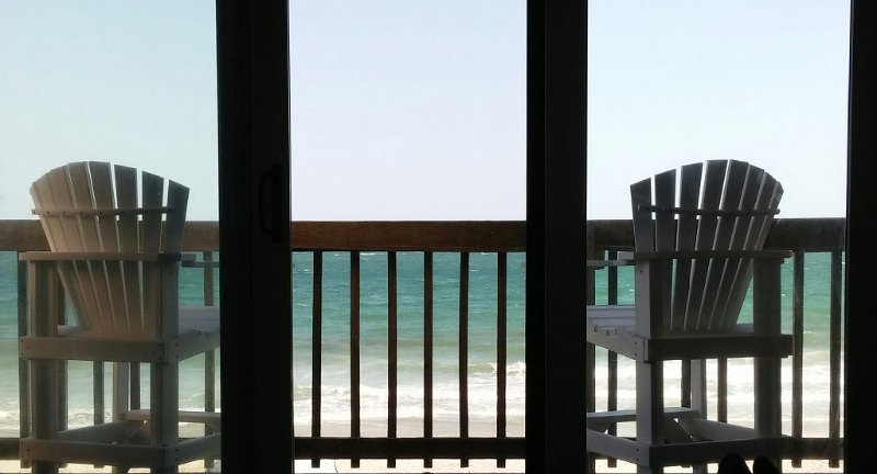 Incredible OCEANFRONT Views from this Beautiful 2/2 Condo!, holiday rental in North Topsail Beach