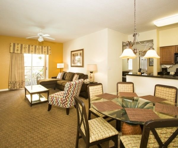 Lake Buena Vista Resort and Spa 3 Bedroom Condo 1 Mile to Disney Gate With Trans, holiday rental in Old Town