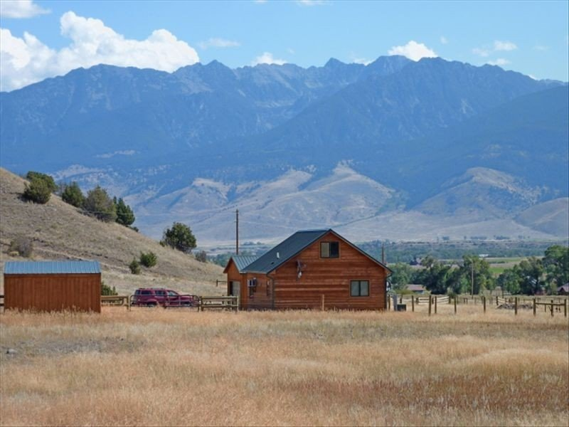 Paradise Valley with Yellowstone River Fishing Access, holiday rental in Pray