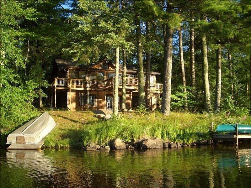 Stony Point Lake House On Lake Shishebogoma, location de vacances à Hazelhurst