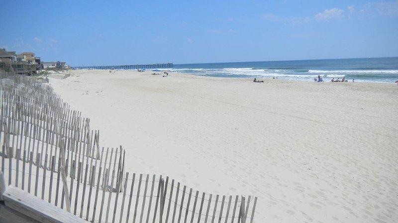 HOT SPOT!! - Rodanthe Oceanfront Condo Sleeps 4-6, location de vacances à Rodanthe
