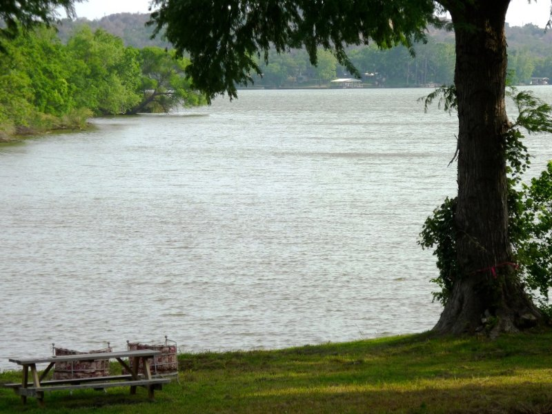 Charming Cottage on Inks Lake, holiday rental in Bluffton