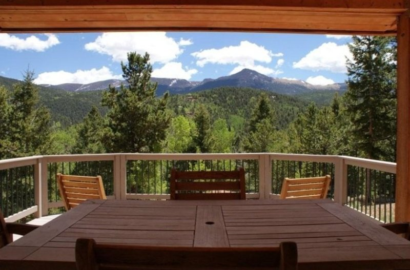 Altitude with Attitude-Awesome Mtn Cabin, vakantiewoning in Divide
