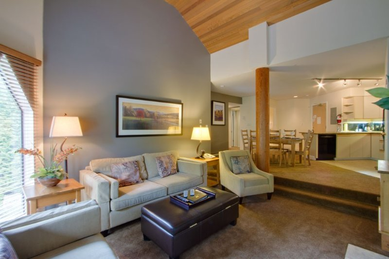 Close to the excitement of Whistler village, yet far enough for tranquility, holiday rental in Whistler
