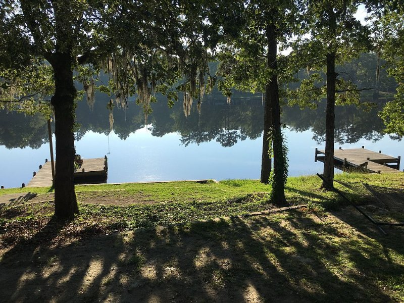 Waterfront Cottage Hideaway!!, holiday rental in Summerton