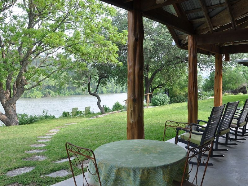 Lake Austin Guesthouse -- Family Friendly Retreat -- Saltwater Pool, holiday rental in Bee Cave