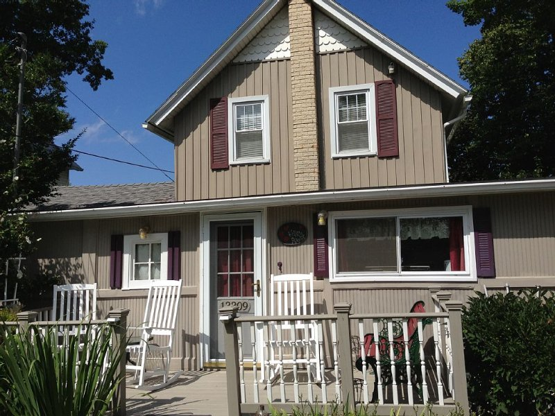 Quiet, Cozy Cottage With Two Waterfronts, On Lake Ontario And Johnson's Creek, holiday rental in Kent