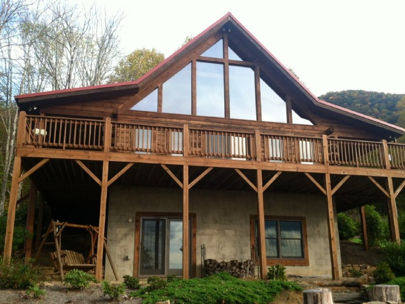 Luxury Cabin Spectacular Views Trout Streams Stone Fire Pit Golf Hiking, holiday rental in Spruce Pine