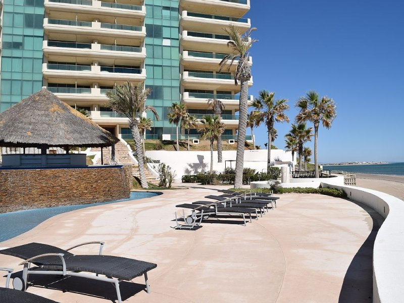 PRIVACY IN PARADISE with FOREVER VIEWS at the end of LAS CONCHAS, vacation rental in Puerto Penasco