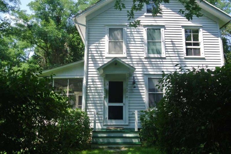 Whaler's Dream House 1880s Victorian in Excellent Condition with Water Access, location de vacances à Noyack