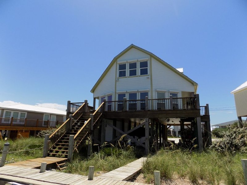 Waterfront home on the Mississippi Sound side of Dauphin Island. See DI Bridge., vacation rental in Fort Morgan