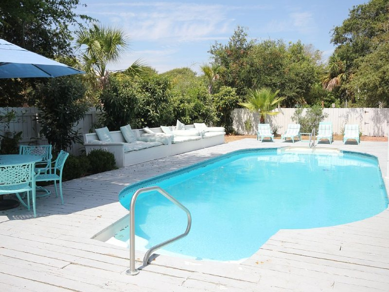 90 Steps to the Beach! Beautiful Inground Pool with privacy fence., holiday rental in Isle of Palms