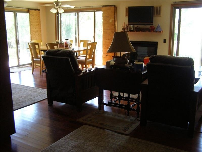 Lake McConaughy Lake Front home, One King three Queen size beds, Dish TV, WIFI., vacation rental in Lewellen