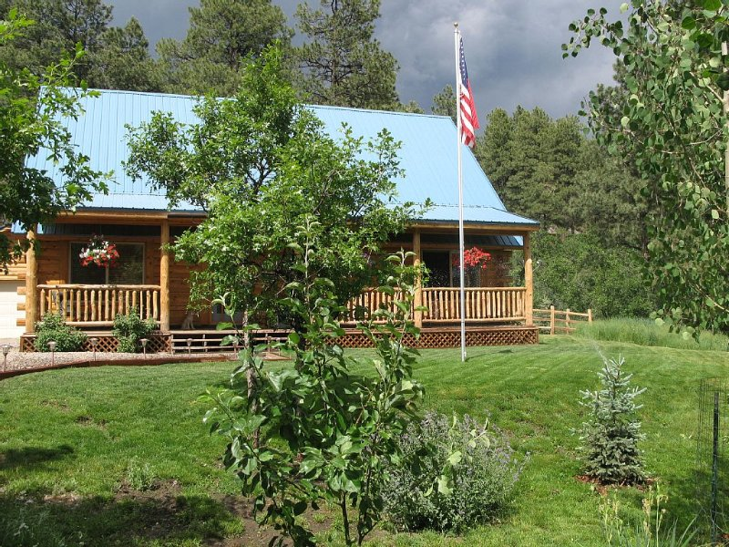 Beautiful Colorado Log Cabin Getaway, alquiler de vacaciones en Bayfield