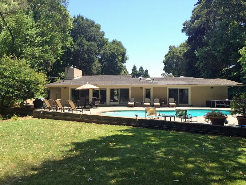 Private Country Home & Pool on ranch in Napa/San Francisco Bay Area, Free WiFi, holiday rental in Green Valley
