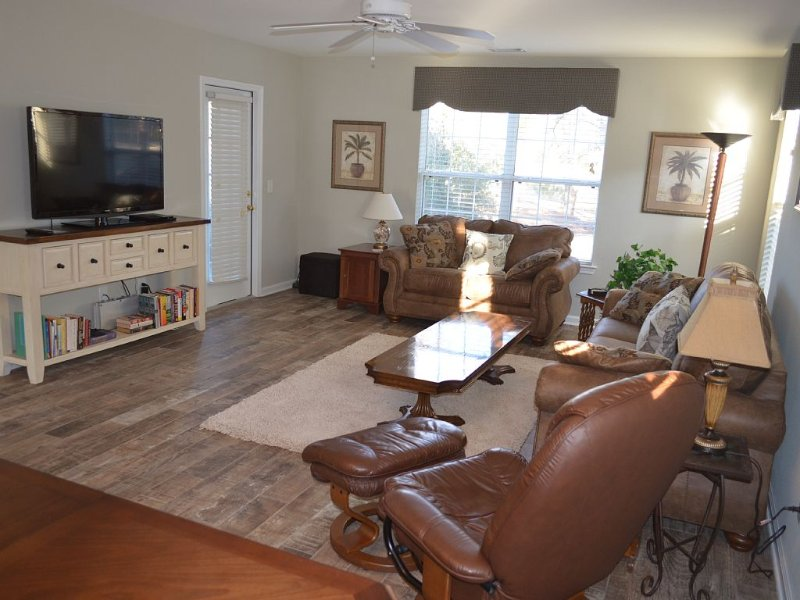 Restful Retreat 3 Bedroom Golf, Beach, And Family Retreat, holiday rental in Pawleys Island