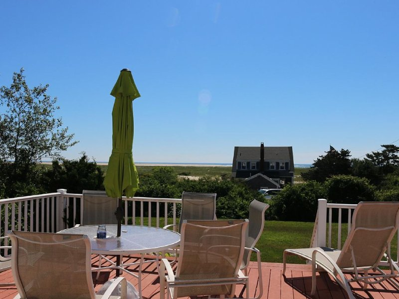 Ocean views, path to beach, short walk to lighthouse and town, Ferienwohnung in Chatham